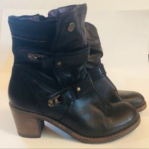 #AA1 Taos Leather Ankle Boots Size 11